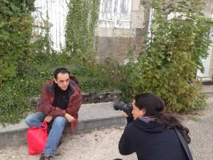 Fafis fotografiando a Alberto en un pueblillo perdido del sur de Francia. Creo.